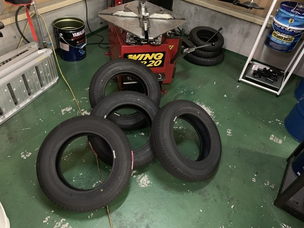 タイヤ交換・スパシャン洗車 入庫